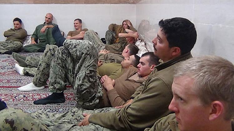 Publican fotos de la detención de 10 marineros de EE.UU. por Irán