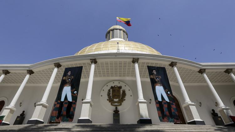 El Parlamento de Venezuela acata el fallo judicial y desincorpora a tres diputados opositores