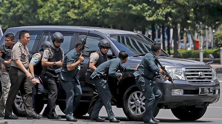 Video impactante: El momento exacto de la inmolación de un terrorista en Yakarta