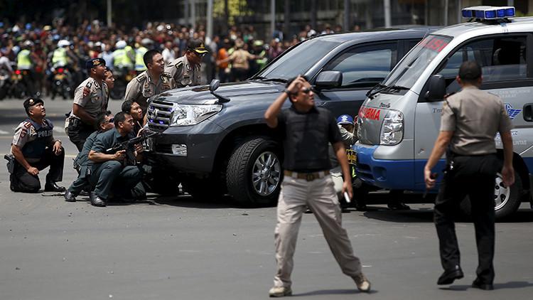 Continúa el terror en Yakarta: Se escuchan nuevas explosiones en la capital indonesia