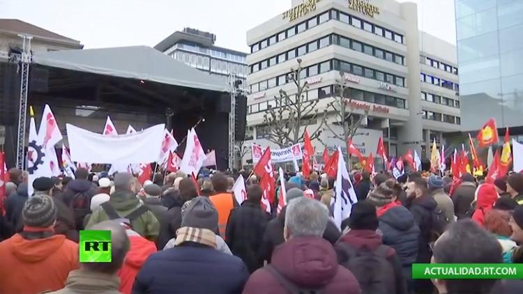 Miles de personas salen a la calles de Stuttgart para protestar contra el racismo