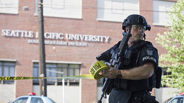 Alerta por la presencia de una persona armada en una universidad de Seattle