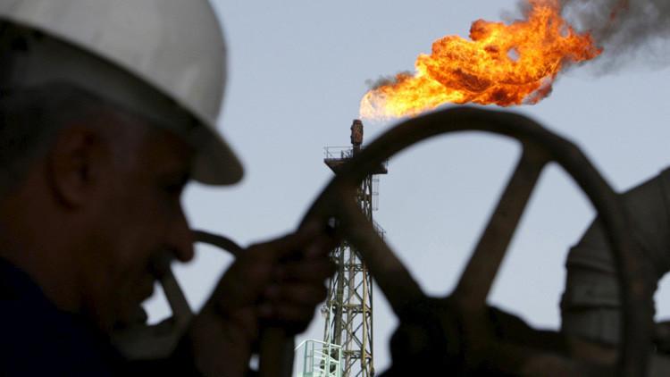 Teherán sin sanciones: ¿Se ahogará la economía mundial en el crudo iraní?