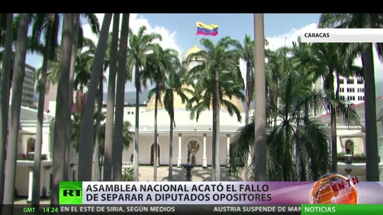 La  Asamblea Nacional de Venezuela acata la decisión de  desincorporar a tres diputados opositores
