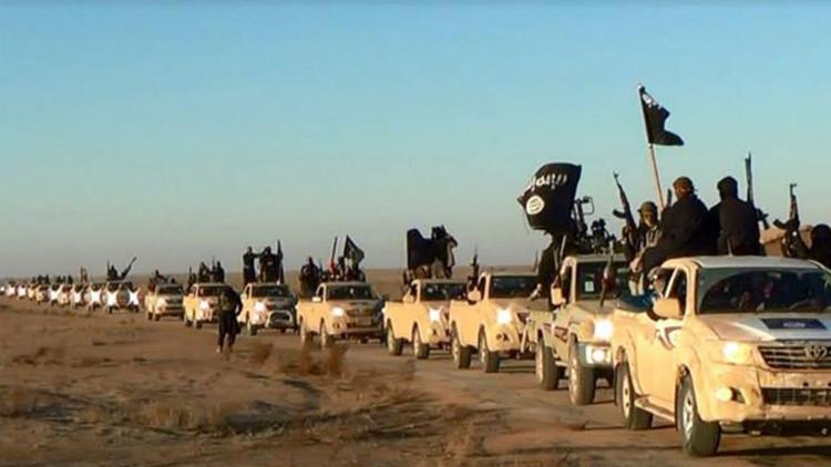Los yihadistas del Estado Islámico recorren las calles con cabezas cortadas