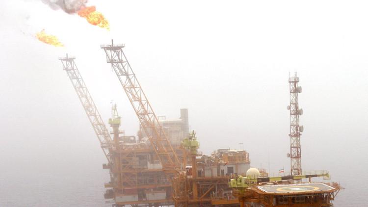 Medios: El Gobierno iraní ordena aumentar la producción de petróleo en 500.000 barriles diarios