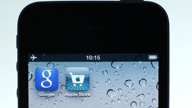 """Google vs. Apple: ¿Con qué audaz estrategia la firma de la manzana busca """"aplastar"""" a su rival?"""