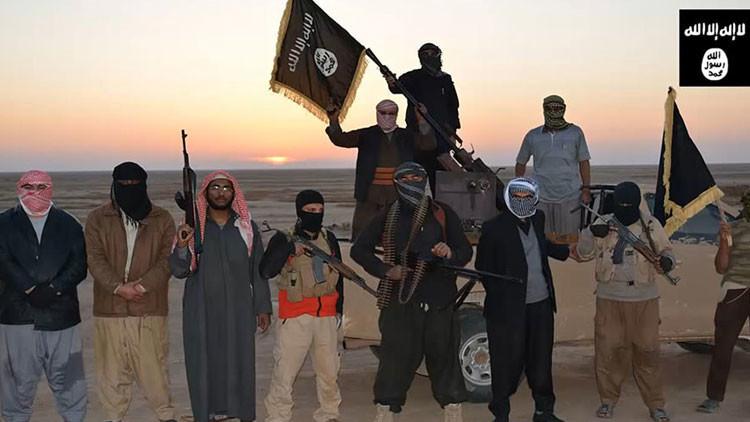 """Recortan a la mitad los salarios de los terroristas del EI por """"circunstancias excepcionales"""""""