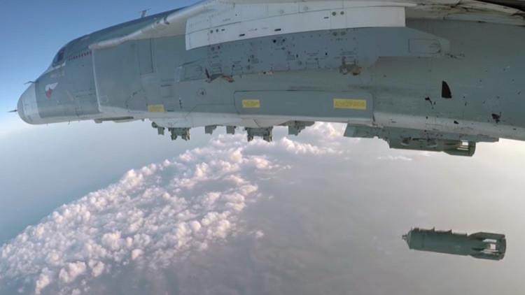 VIDEO: Así ataca un Su-24 las posiciones de los terroristas en Siria