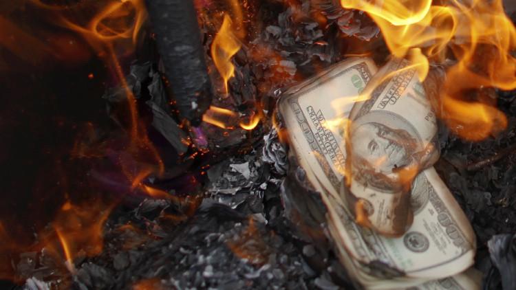 """Economista: """"Al mundo le sobreviene una peligrosa avalancha de impagos y bancarrotas"""""""
