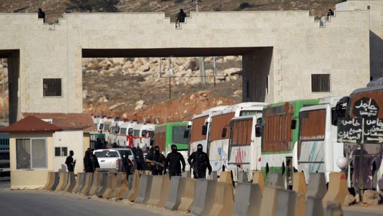 '¡Retirada!': Muchos terroristas del EI huyen a Turquía y Jordania por temor al Ejército sirio