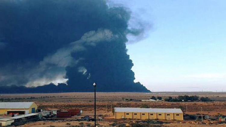 El Estado Islámico explosiona instalaciones petroleras cerca de Ras Lanuf, en Libia