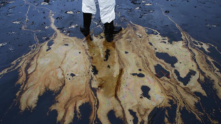 Pronóstico sombrío: el mundo podría 'ahogarse' en el exceso de petróleo