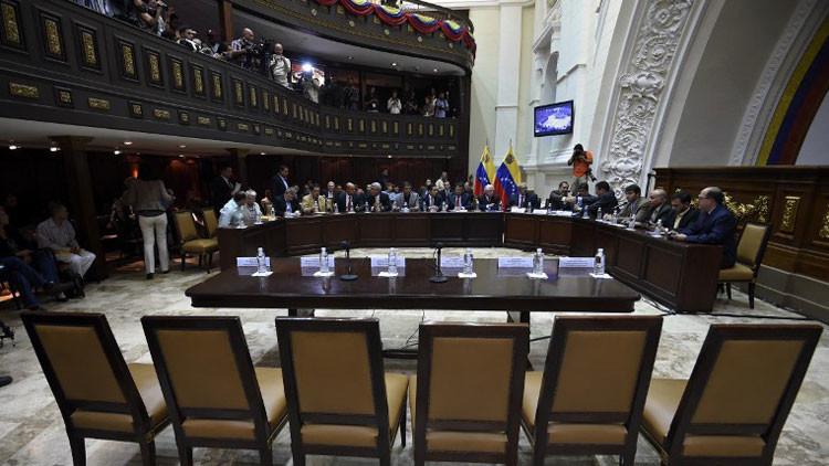 Venezuela: Mayoría parlamentaria de derecha rechaza Decreto de Emergencia Económica