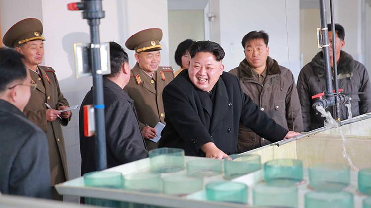 El líder supremo de Corea del Norte, Kim Jong-un, visita una fábrica
