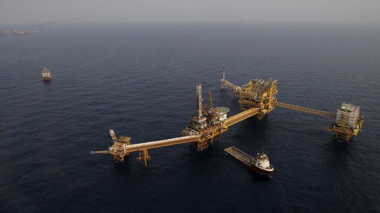 Evacuación masiva por un incendio en una plataforma petrolera en el golfo de México