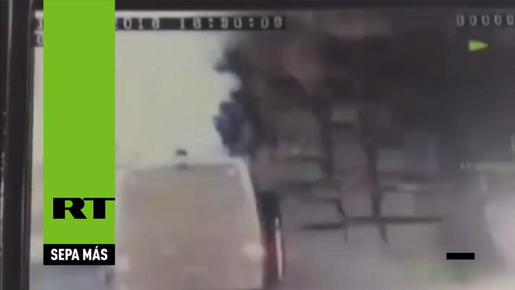Desde lugar de los hechos: momento del ataque con bomba contra un bus policial en Turquía (Video)