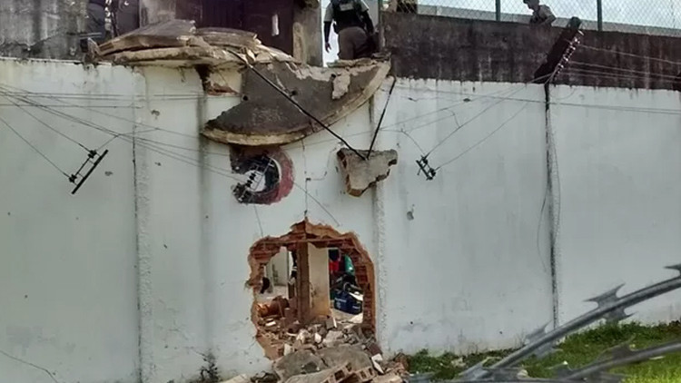 Vídeo: Decenas de presos huyen en una 'explosiva' fuga de una cárcel de Brasil