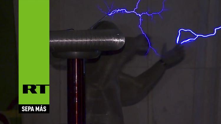 Video: Los rayos de Tesla 'bailan' en el metro de Moscú