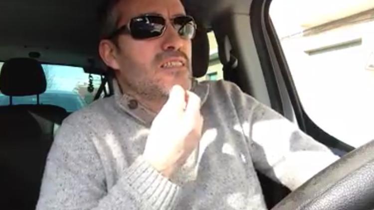 Video: Ingresa 10 euros en el Banco Santander y le cobran otros 10 euros de comisión