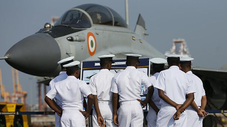 """Un avión del Ejército indio lanza """"por accidente"""" 5 bombas sobre una ciudad de Rajastán"""