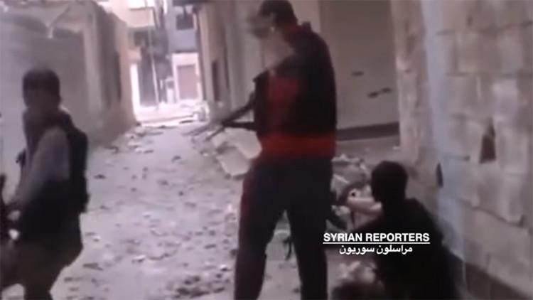 Video: Así quedó la mano de un terrorista tras 'atrapar' una bala de su compañero