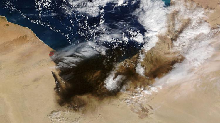 'Infierno de humo': la NASA capta el gigantesco incendio de refinerías de petróleo