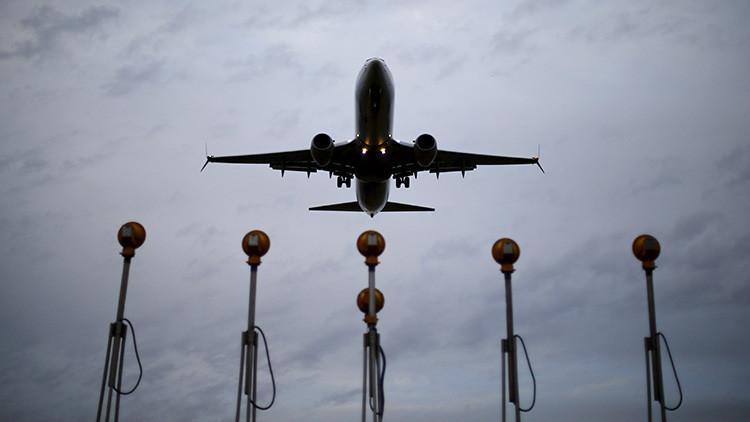 ¿Qué ocurre? Una enfermedad desconocida obliga a desviarse a 2 aviones de American Airlines