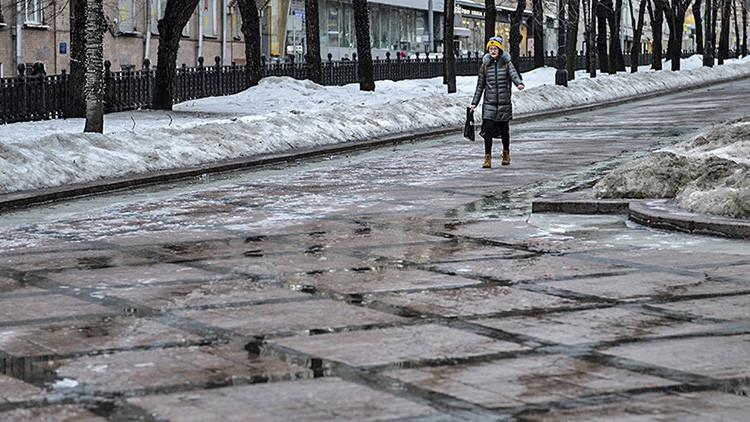 Videos, fotos: El deshielo convierte a Moscú en una 'Atlántida'