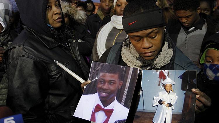"""EE.UU.: Un policía que mató a un afroamericano pide compensación a la familia por """"estrés"""""""