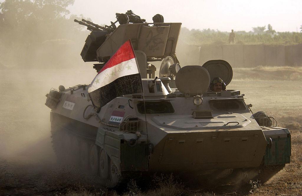 Foto ilustrativa: Soldados del Ejército iraquí durante un entrenamiento con el vehículo de combate MT-LB