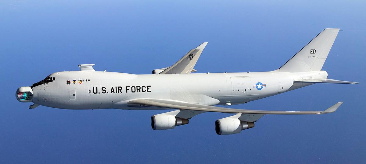 YAL-1 Airborne Laser. Un Boeing 747-400F de las Fuerzas Aéreas de EE.UU. armado con láser químico de yodo oxigenado.