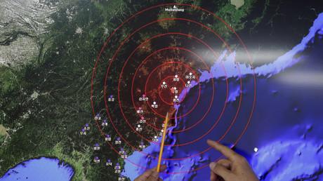 Muestran el foco sísmico que afectó Corea del Sur, durante una rueda de prensa en la Administración Meteorológica de Corea en su capital de Seúl