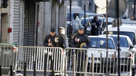 Los policías franceses en el barrio 18º de Paris / el 7 de enero de 2015
