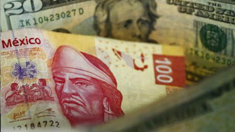 El precio del dólar alcanzó nuevos máximos en el mercado mexicano, lo que generó la devaluación del peso
