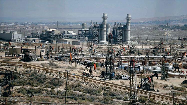 Al borde del colapso: desplome del precio del petróleo podría enterrar a la economía de EE.UU.