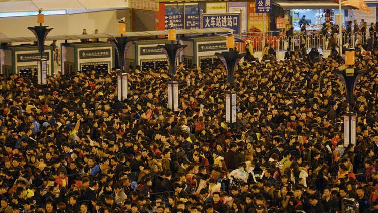 Cola infernal: 100.000 chinos colapsan una estación de tren (VIDEO, FOTOS)