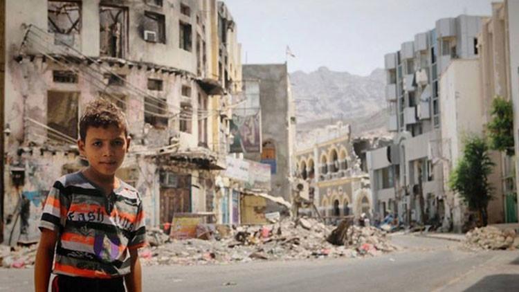 Le dan una cámara a un niño yemení y el resultado le romperá el corazón (FOTOS)