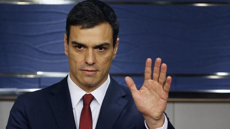 """El líder socialista al rey de España: """"El PSOE está dispuesto a gobernar si Rajoy renuncia"""""""