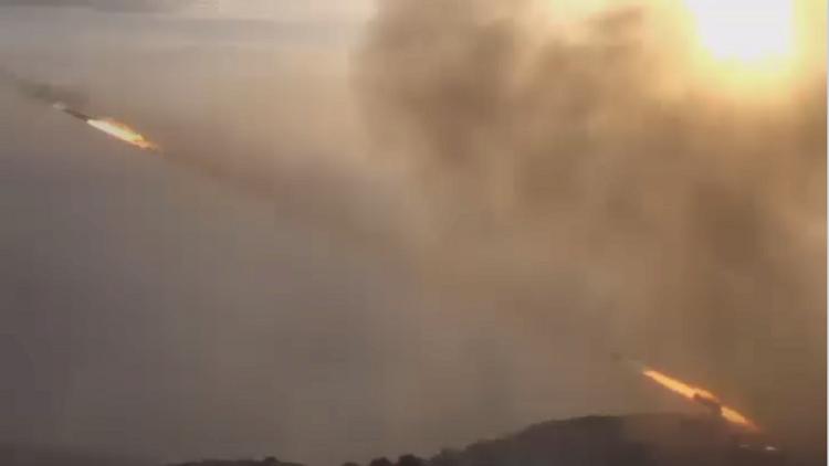 Infierno para terroristas: lanzamisiles del Ejército sirio 'queman' posiciones del EI (video)