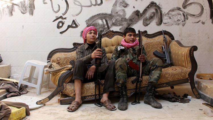 Los yihadistas entrenan a adolescentes para sus nuevos actos terroristas suicidas en Siria