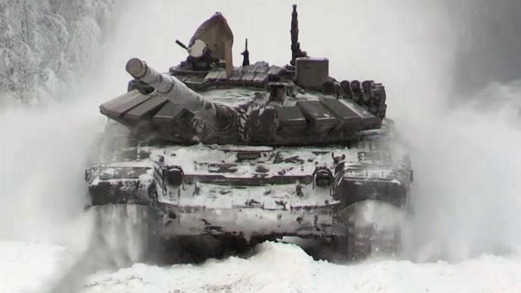 Los equipos rusos de biatlón de tanques mejoran sus habilidades en el frío ártico