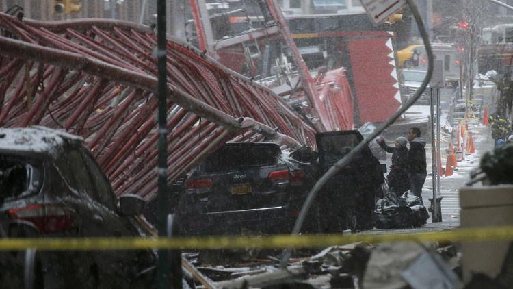 Momento exacto de la caída de una grúa en Manhattan (Video)