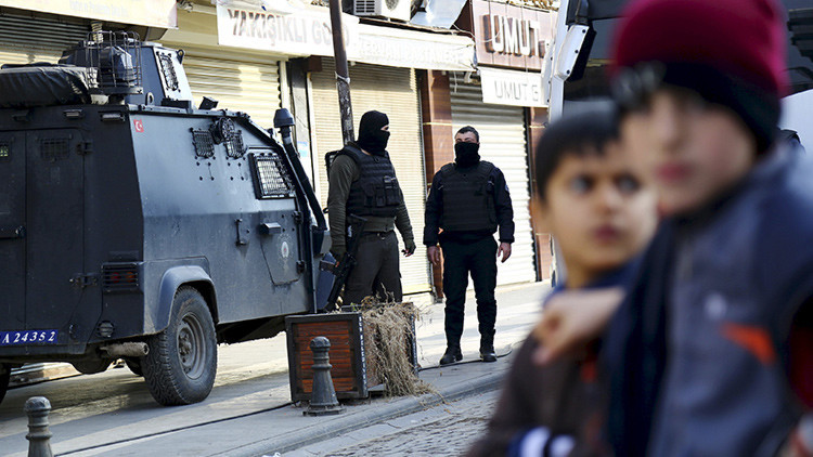 La Policía turca en el distrito de Sur, en la ciudad de Diyarbakir