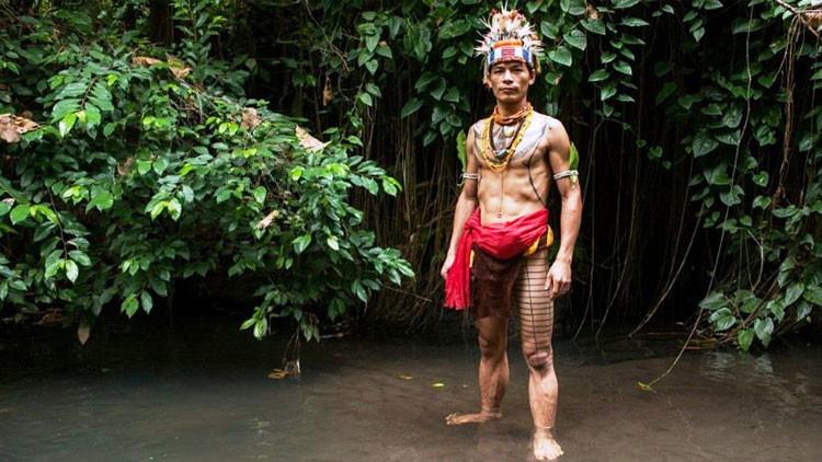 Escondidos del mundo moderno: un fotógrafo revela la vida diaria de una tribu indonesia (fotos)