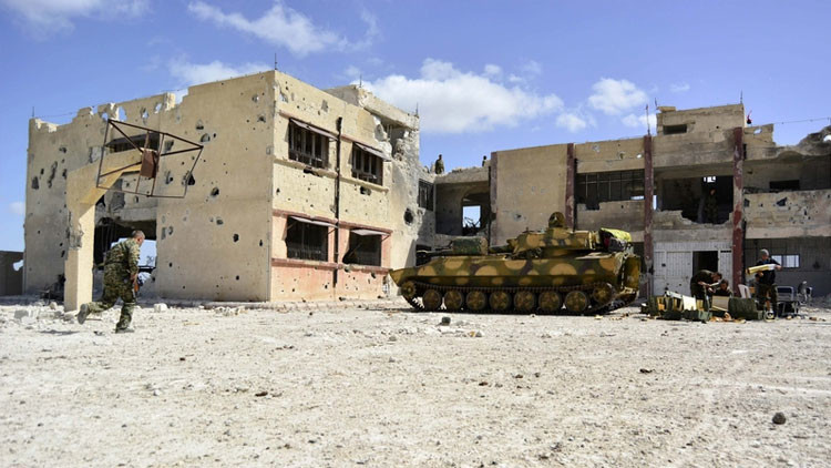 Terroristas huyen atemorizados ante la furia de las fuerzas especiales sirias (video)