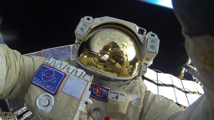 Desde lo más alto posible: un cosmonauta ruso se saca un selfi en el espacio