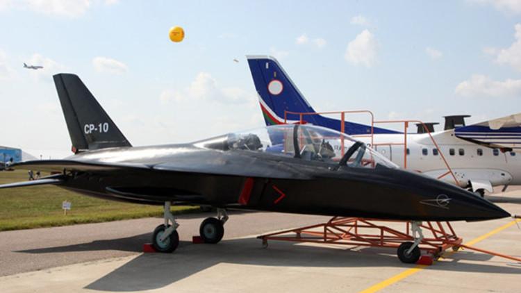 Video: Primeras pruebas de un avión ruso de entrenamiento militar único en su tipo