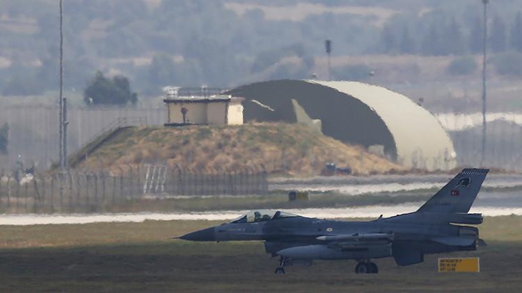Un avión F-16 de la Fuerza Aérea turca en la base aérea de Incirlik en Adana, Turquía, el 11 de octubre de 2015.