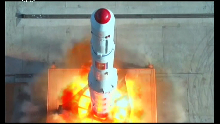 Video: Corea del Norte muestra el lanzamiento de un satélite